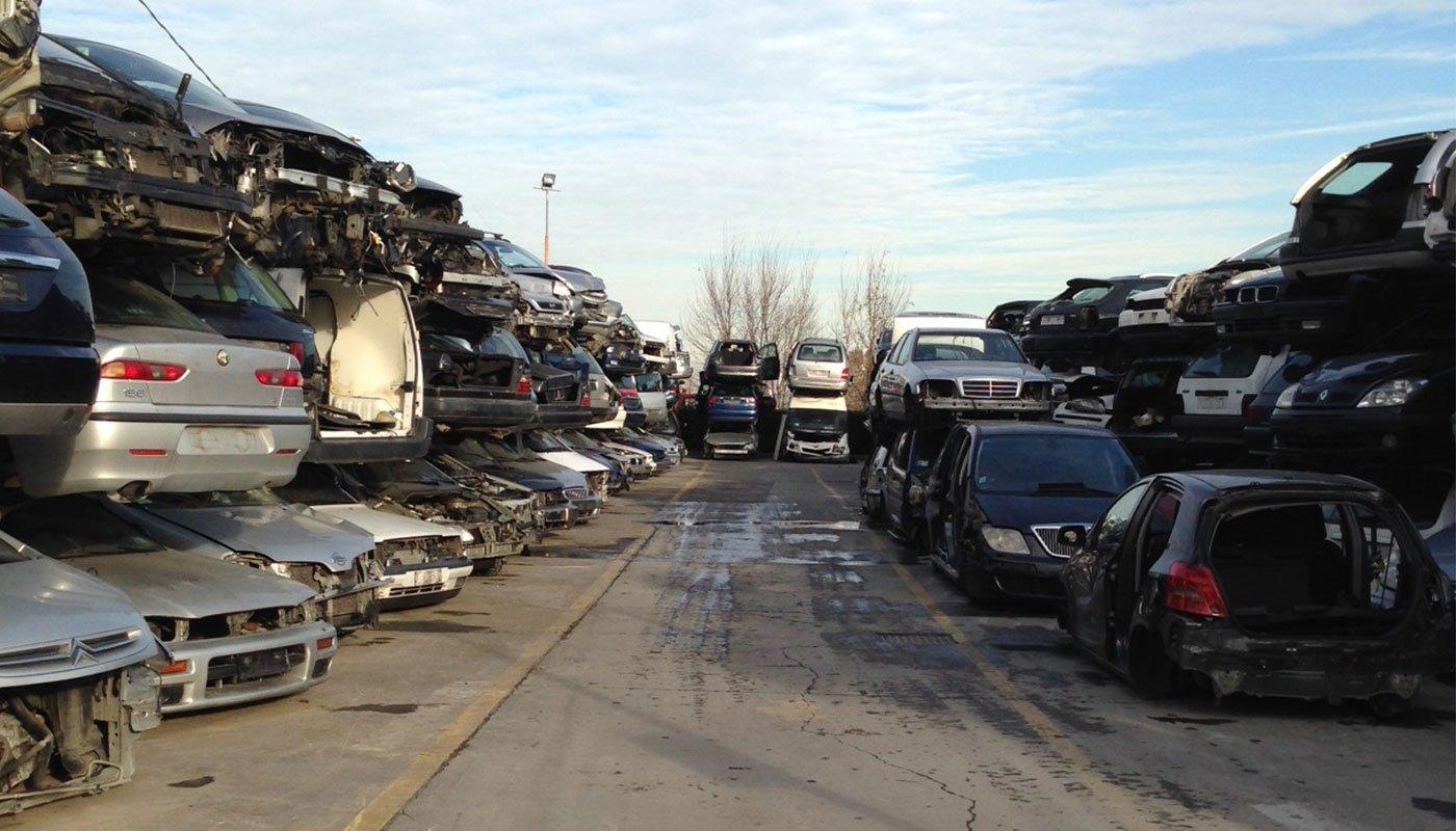 Diverse auto demolite