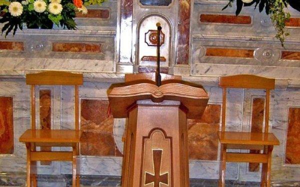 Microfono su altare chiesa