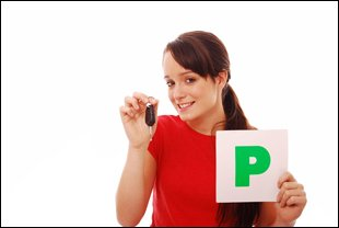 A girl with a P plate and a set of car keys
