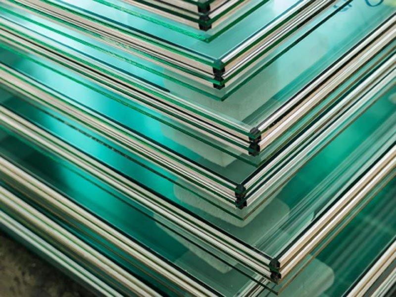 pila di panelli vetri