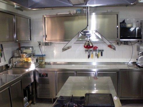 Arredo in acciaio per cucine professionali