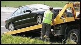 Auto caricata su carro attrezzi