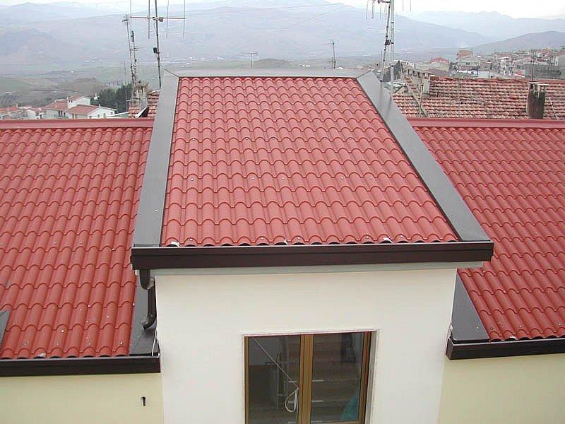 Realizzazione copertura su civile abitazione con pannelli in lamiera coibentati