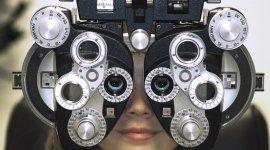 Apparecchiature per il controllo oculistico