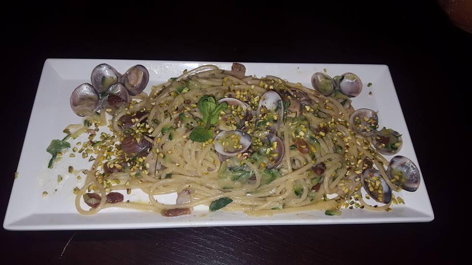 Un piatto di spaghetti con le vongole