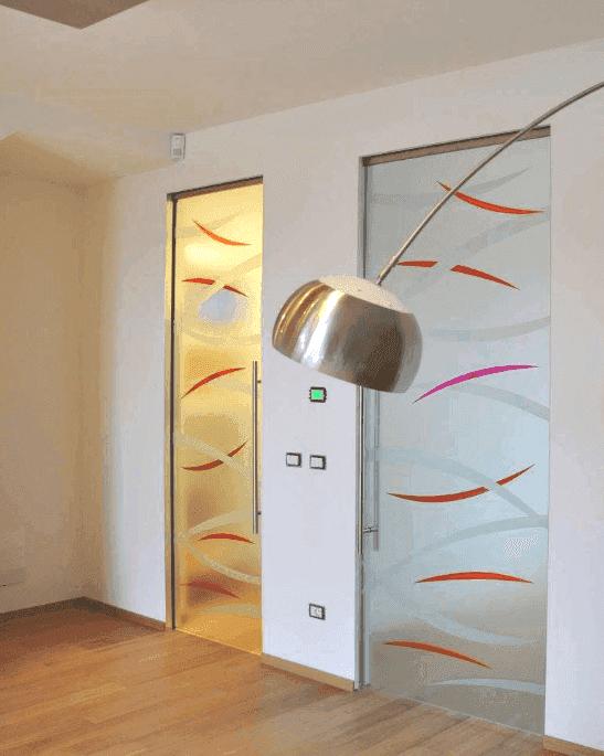 Casa con porte in vetro