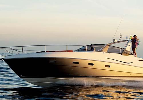 yacht bianco e nero