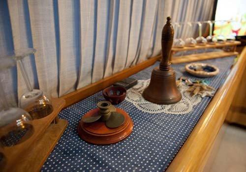 oggetti all'interno di una barca