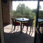 Balcone con tavolino