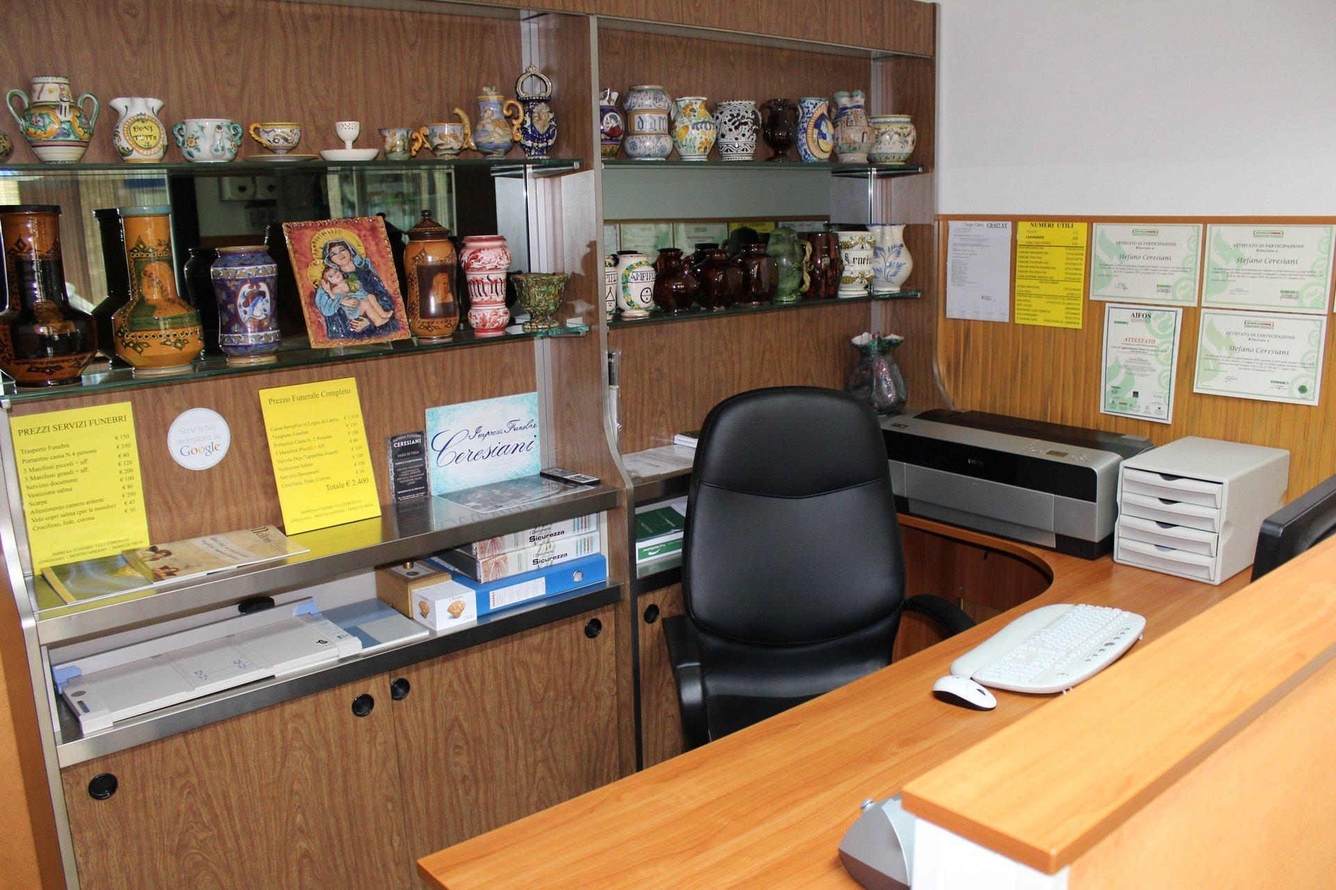 interno dell'ufficio dell'impresa funebre