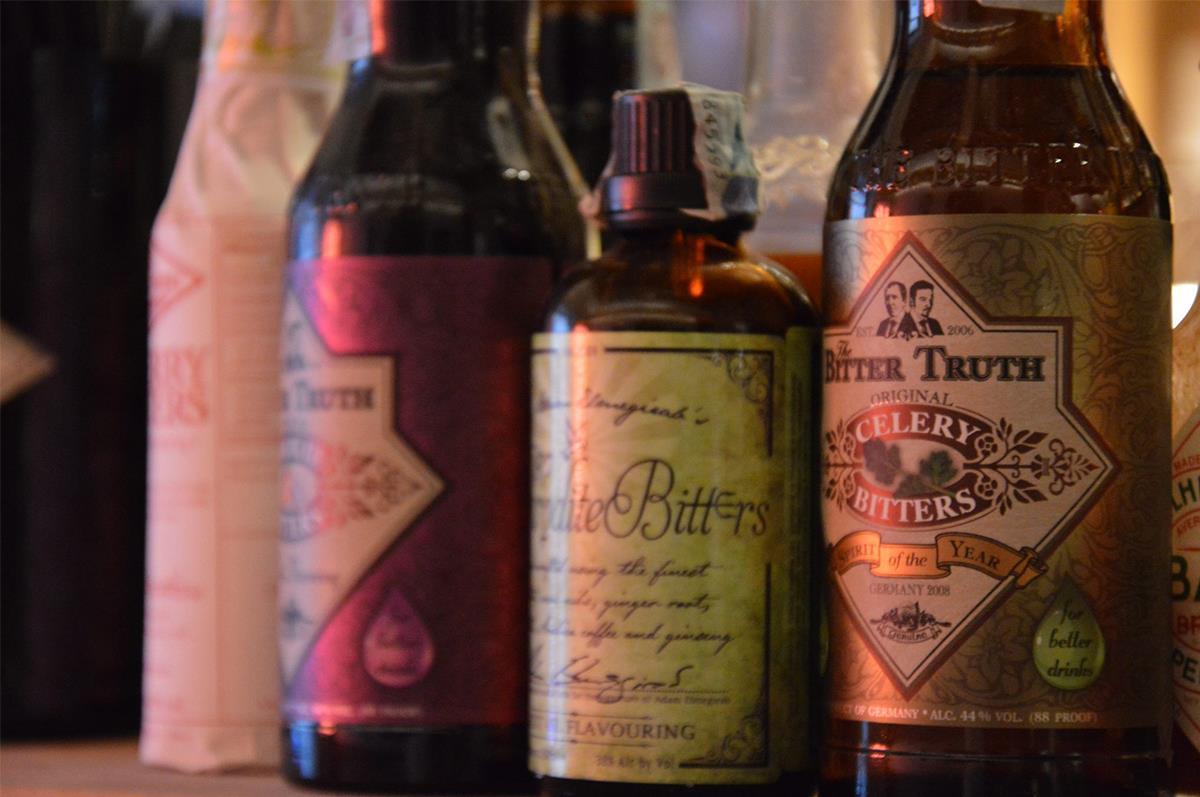 tre bottiglie di superalcolici