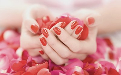 red nail colour
