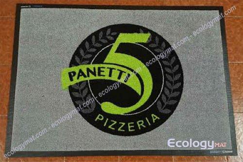 un tappeto grigio con scritto panetti pizzeria e il numero 5