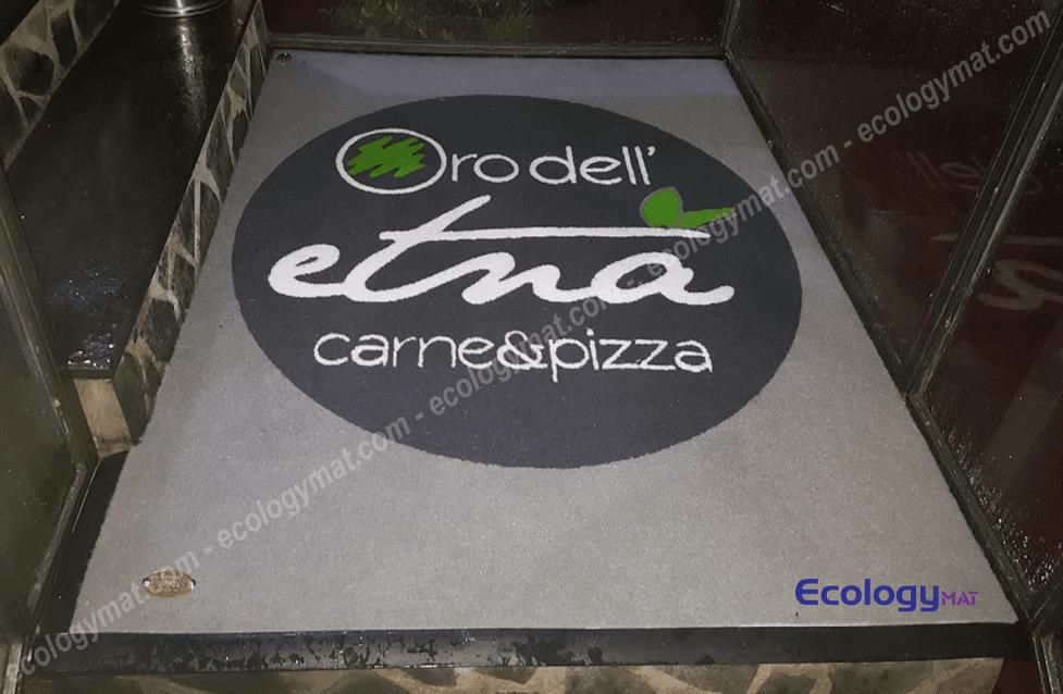 Tappeto personalizzato con marchio Oro dell'Etna Carne & Pizza