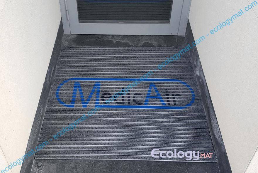 Tappeto in alluminio con marchio Medic Air