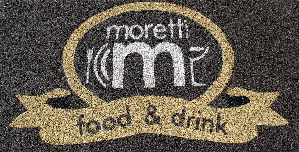 Tappeto personalizzato con marchio Moretti food & drink