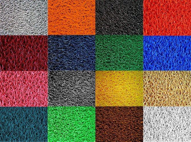 Patchwork di materiali di diversi colori per tappeti