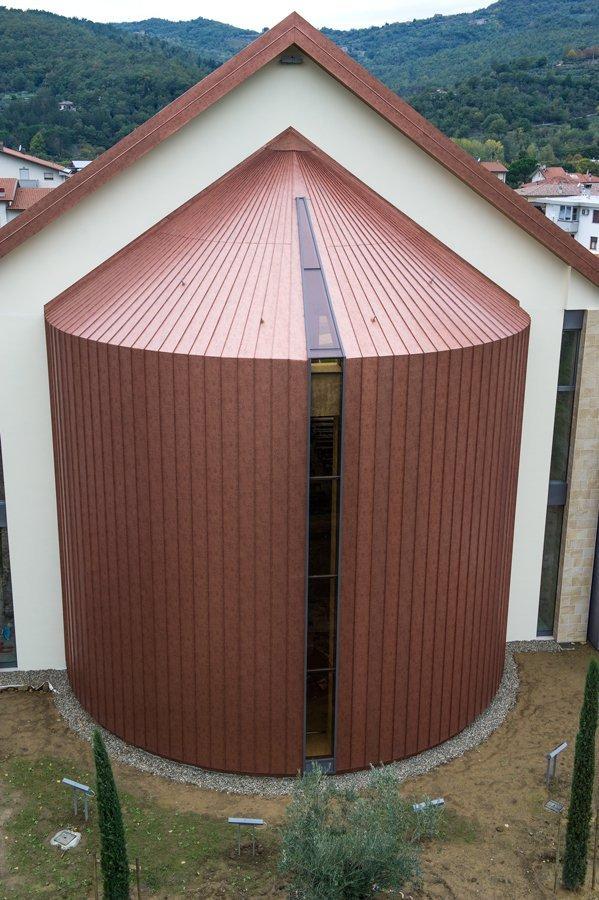 esempio di tettoia con struttura in lamiera 1