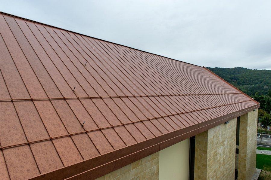 esempio di tettoia con struttura in lamiera 2