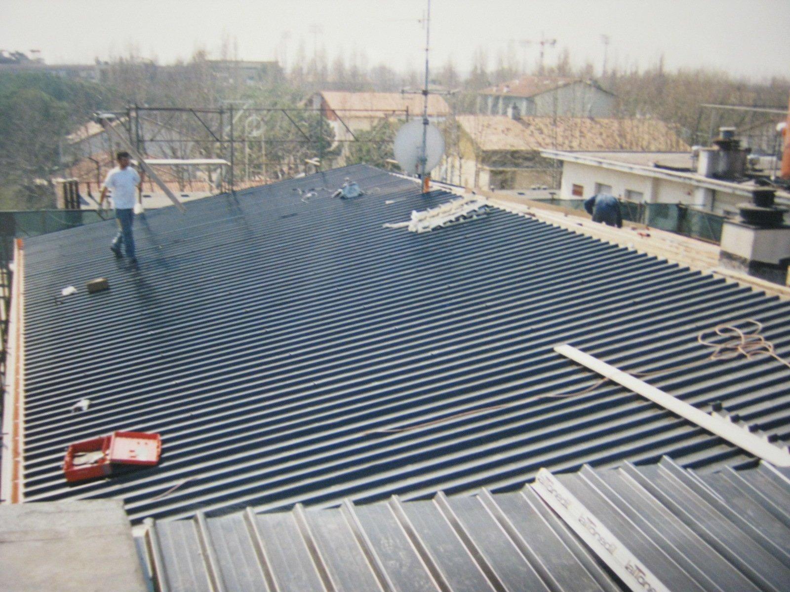 esempio di tettoia con struttura in lamiera 6