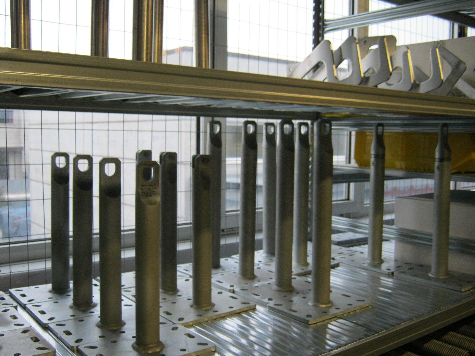 fornitura di grondaie in magazzino da esposizione 1