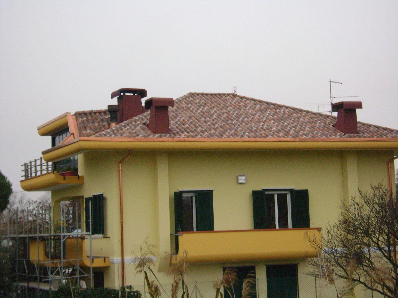 una villa gialla
