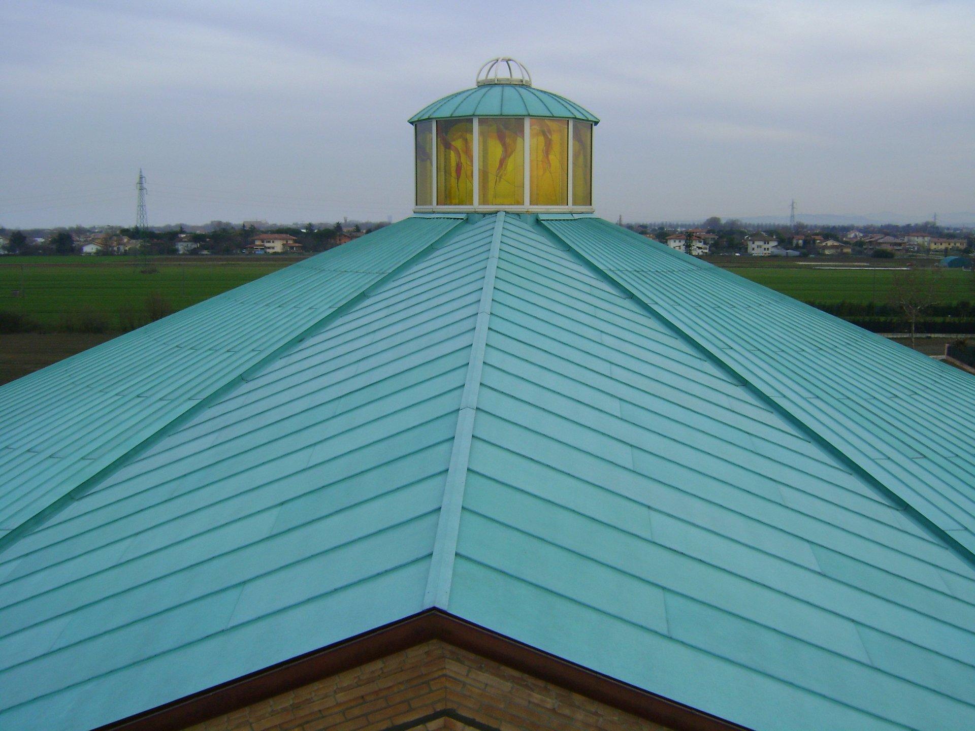 esempio di tettoia con struttura in lamiera 11