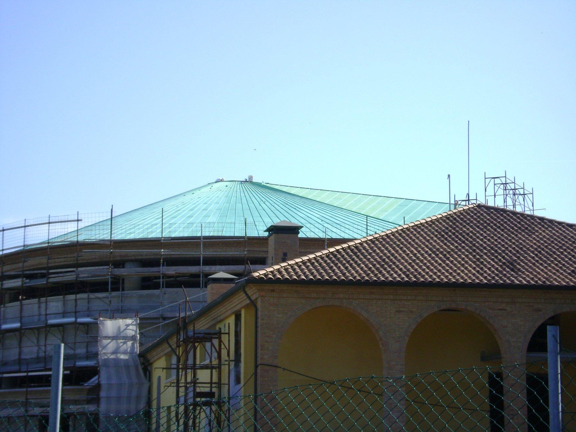 esempio di tettoia con struttura in lamiera 14