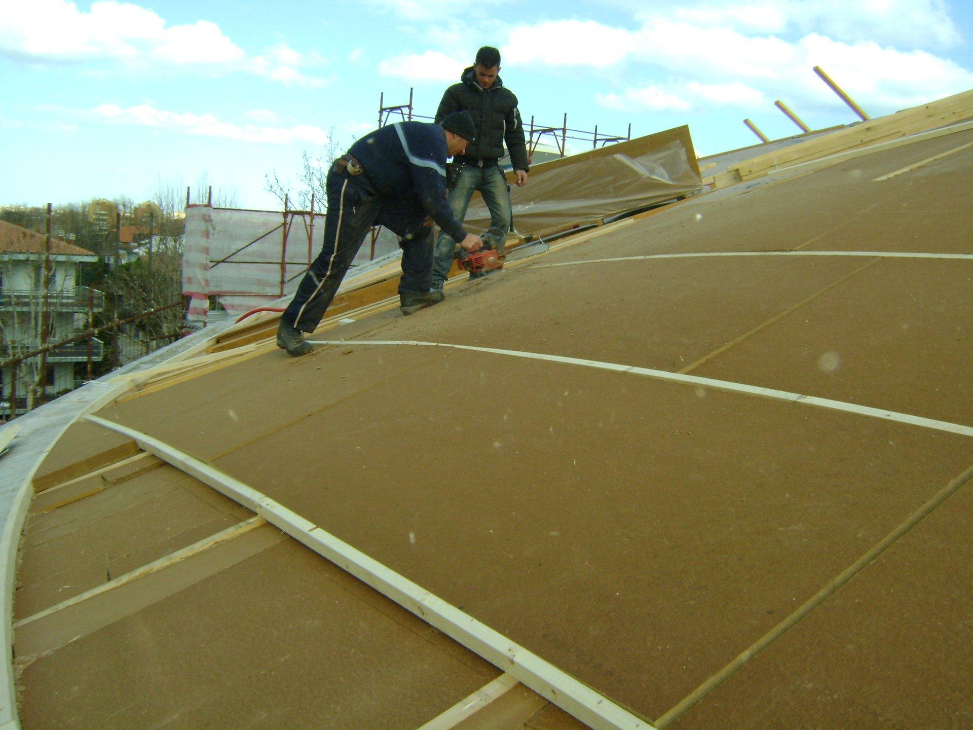 esempio di tettoia con struttura in lamiera 15