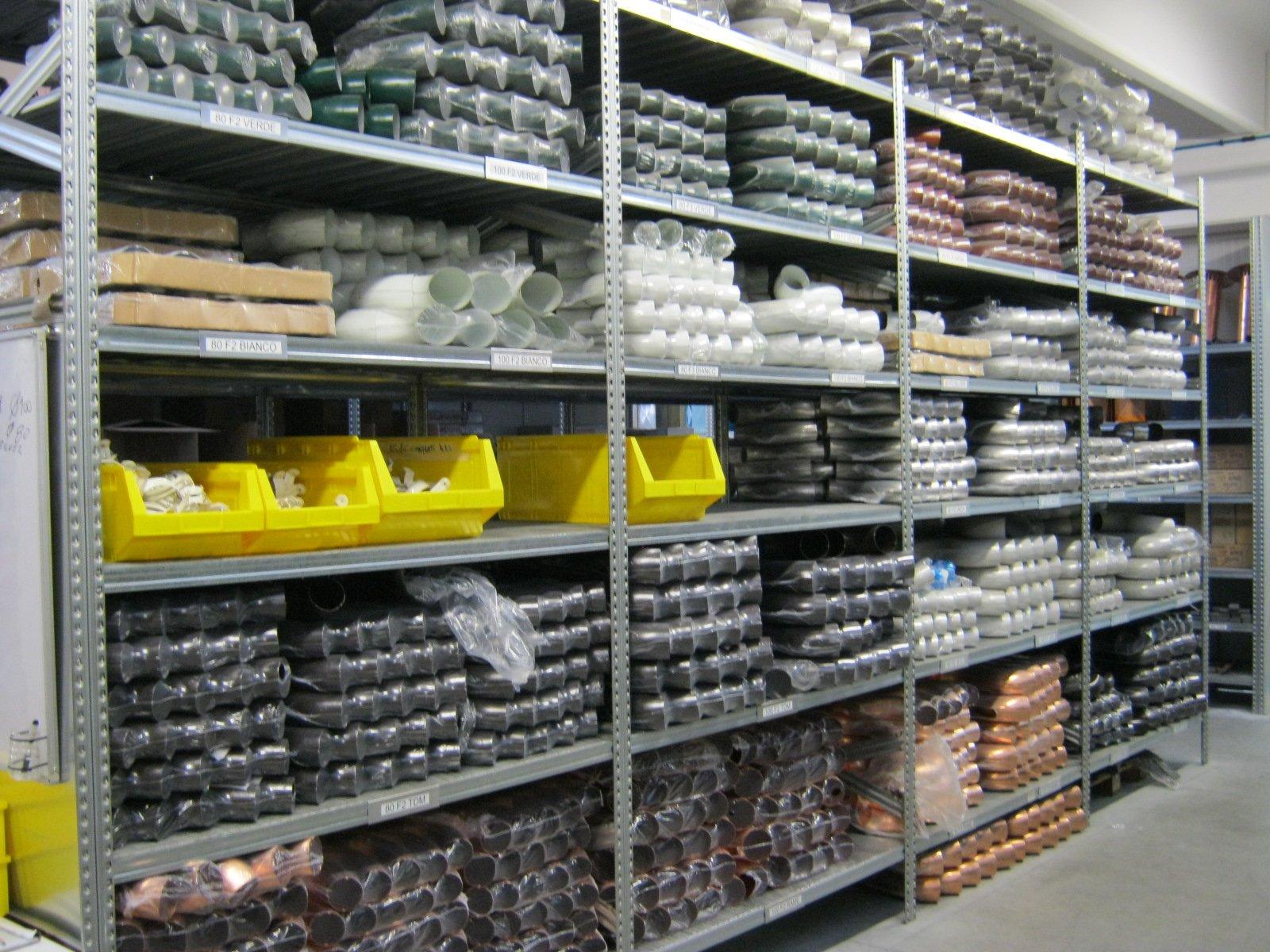 fornitura di grondaie in magazzino da esposizione 2