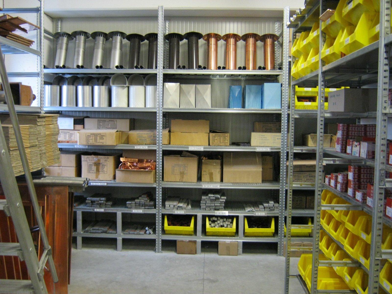 fornitura di grondaie in magazzino da esposizione 13