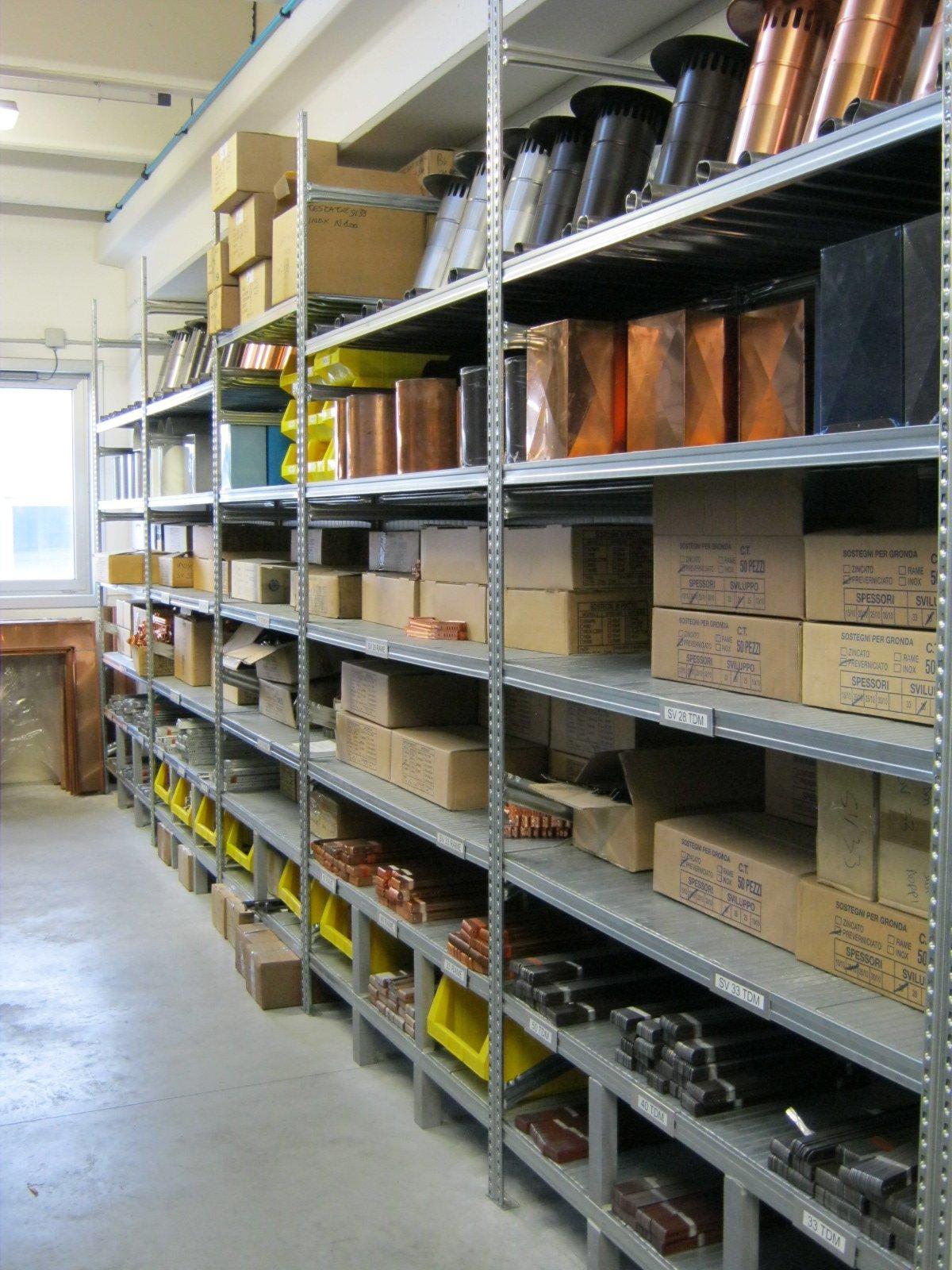 fornitura di grondaie in magazzino da esposizione 15