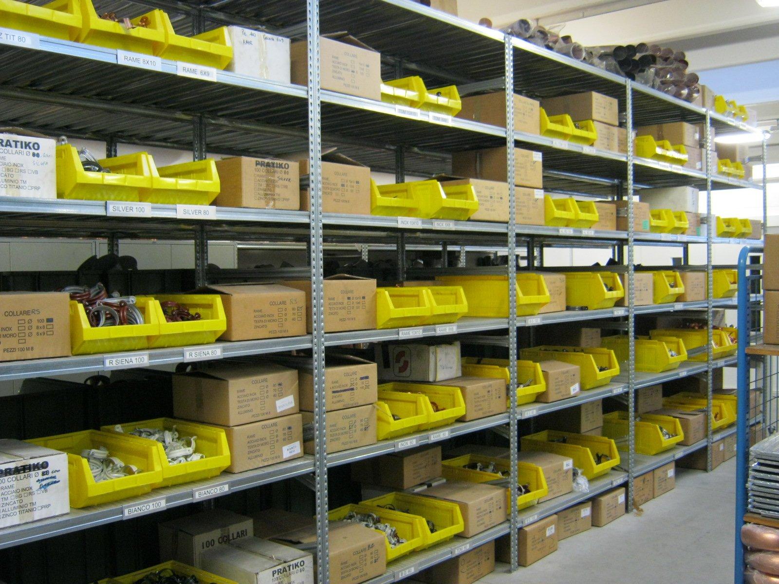 fornitura di grondaie in magazzino da esposizione 16
