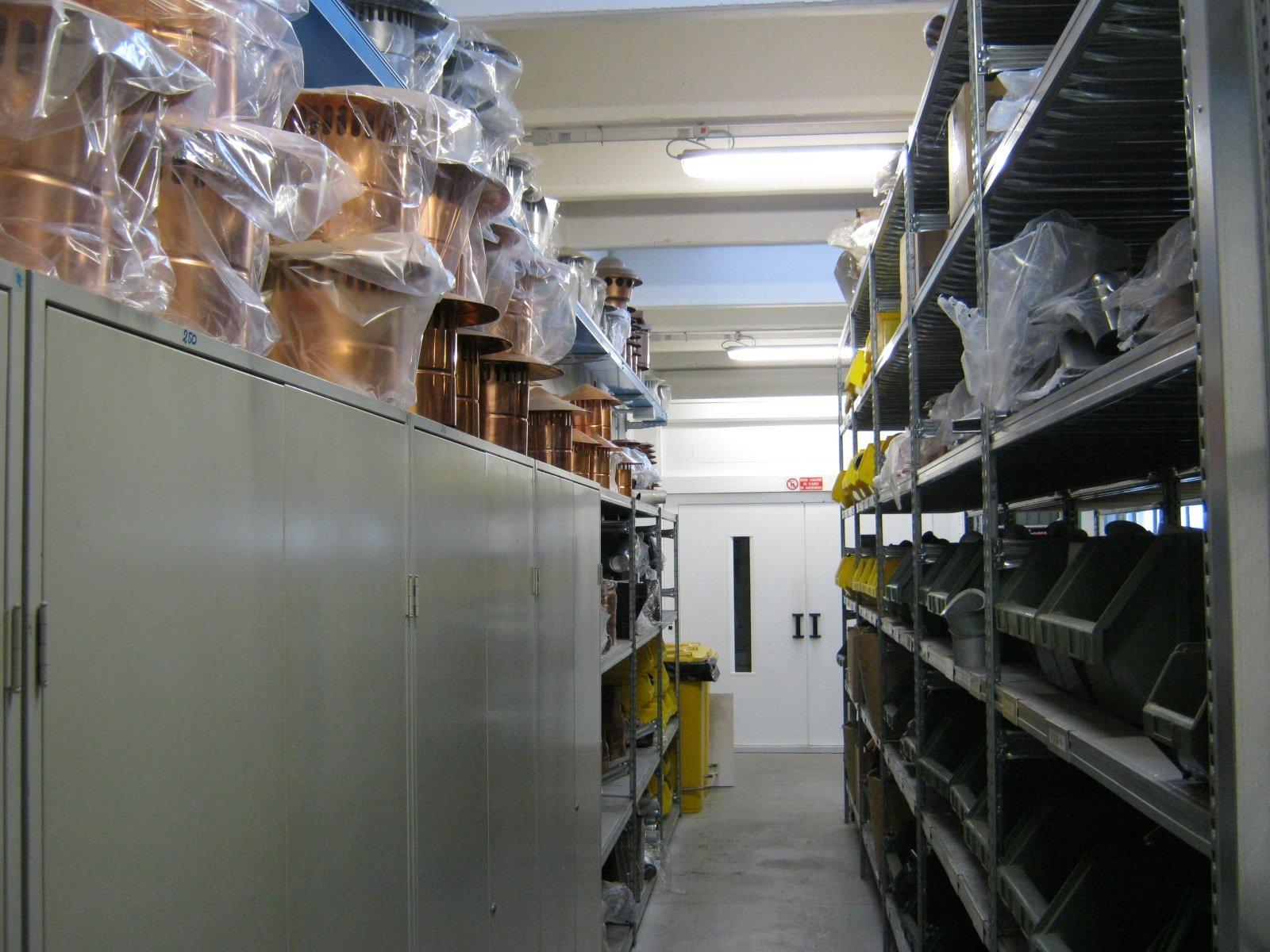 fornitura di grondaie in magazzino da esposizione 6
