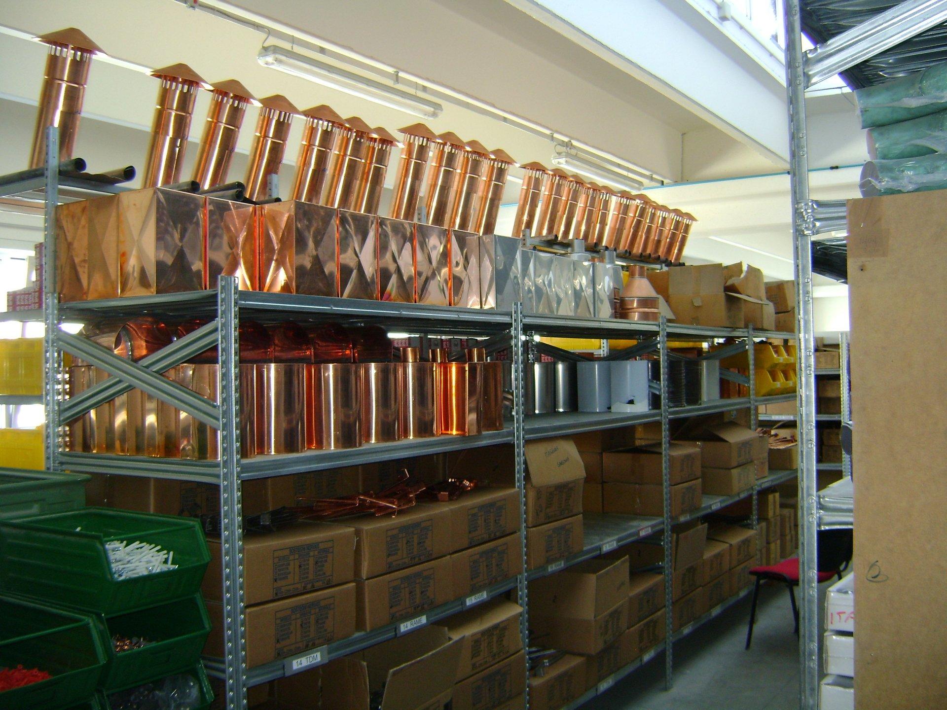 fornitura di grondaie in magazzino da esposizione 7