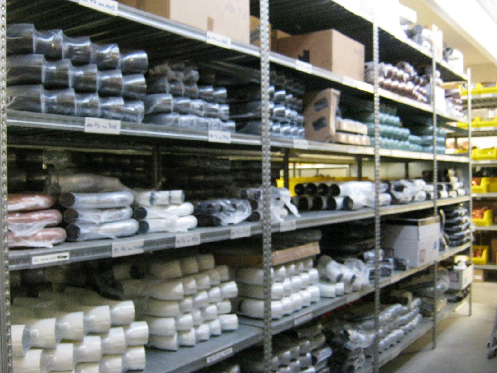 fornitura di grondaie in magazzino da esposizione 11