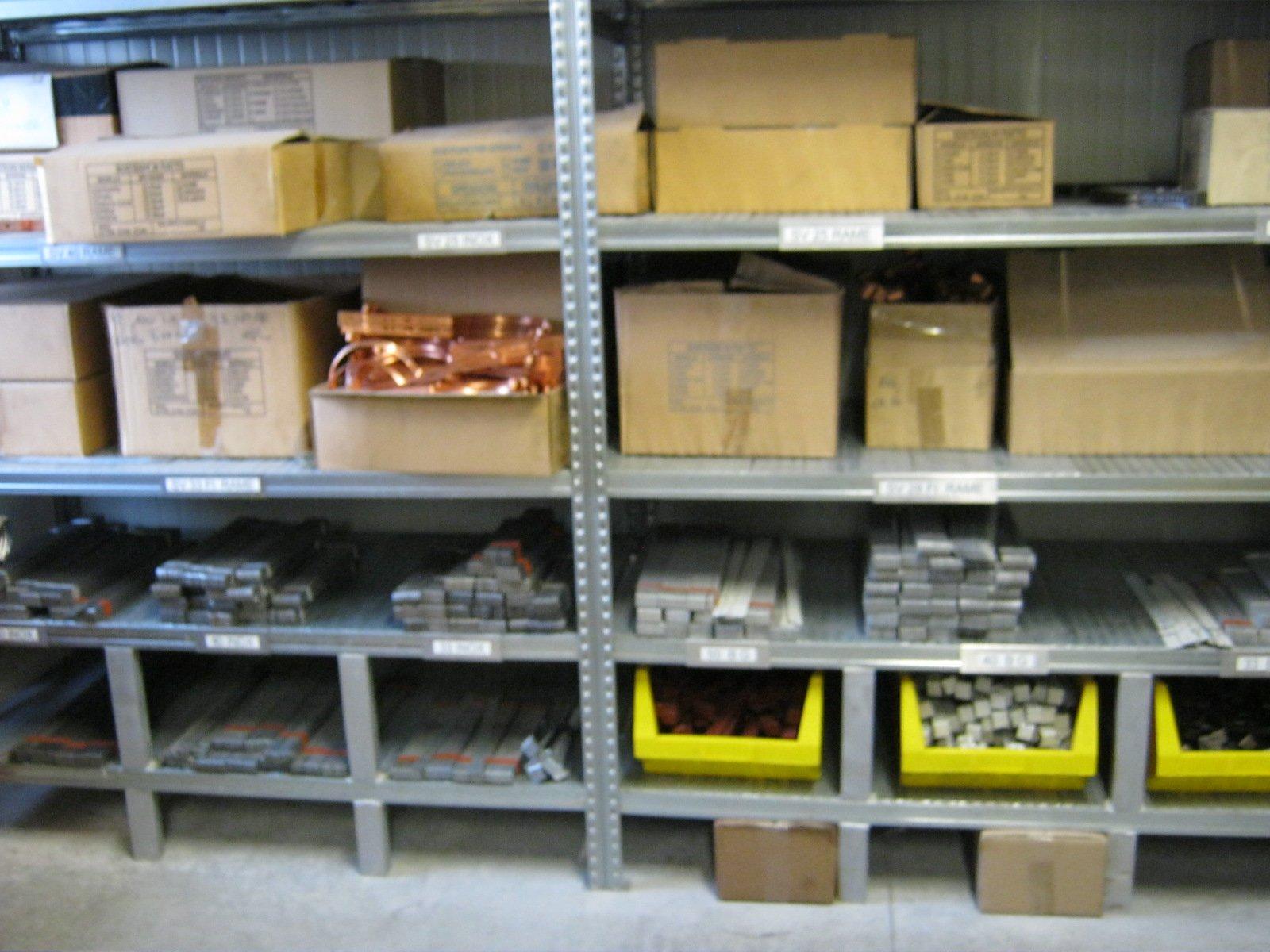 fornitura di grondaie in magazzino da esposizione 12