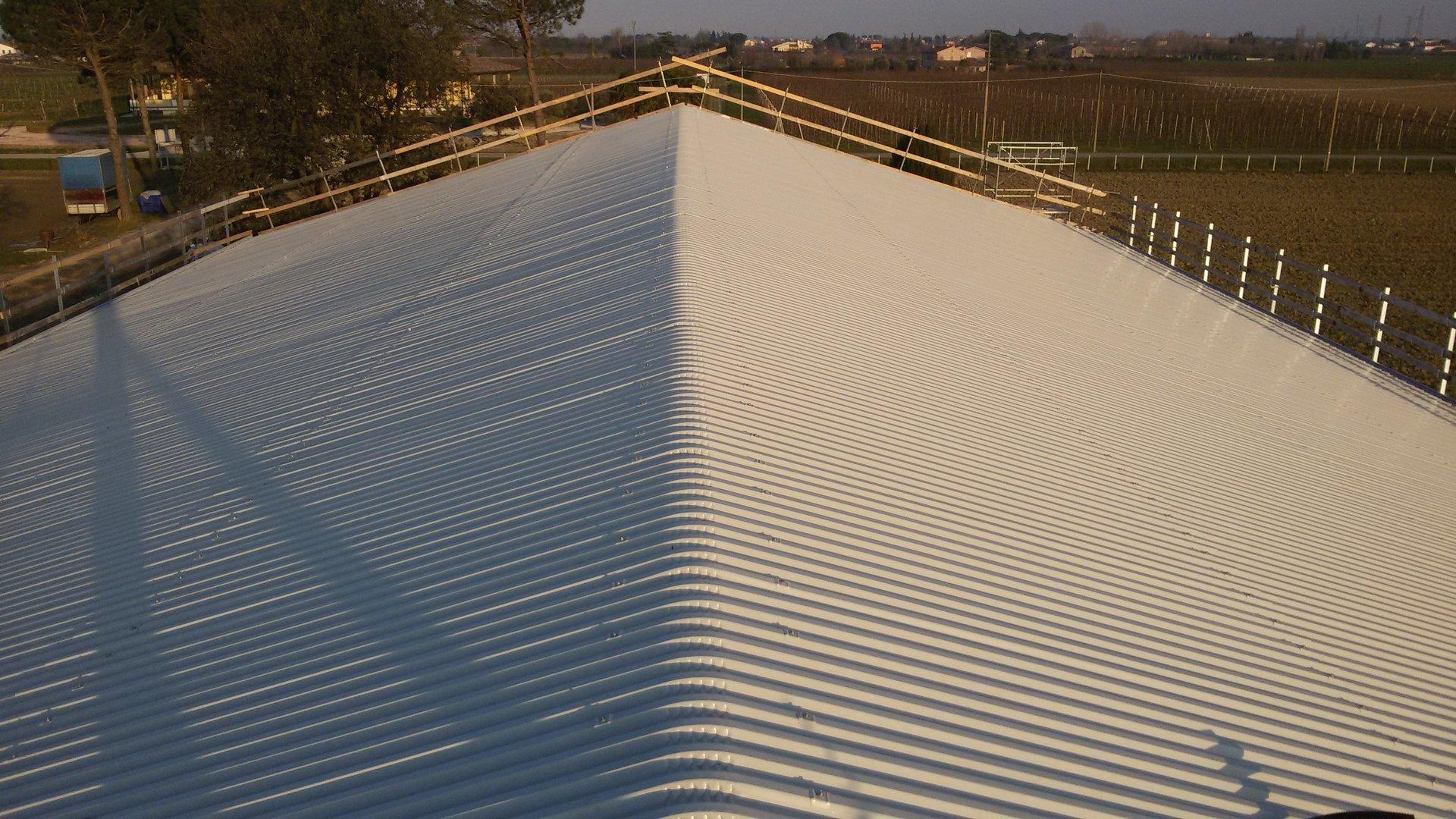 esempio di tettoia con struttura in lamiera 20