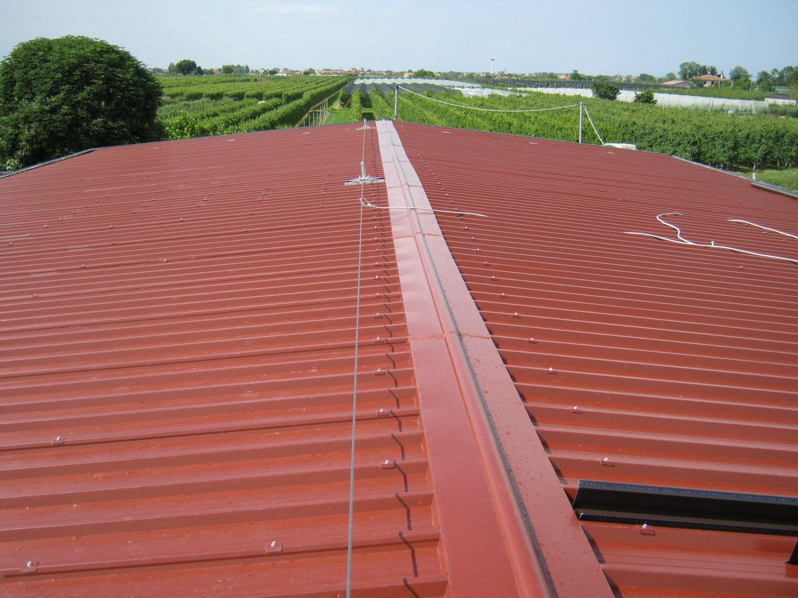 esempio di tettoia con struttura in lamiera 16