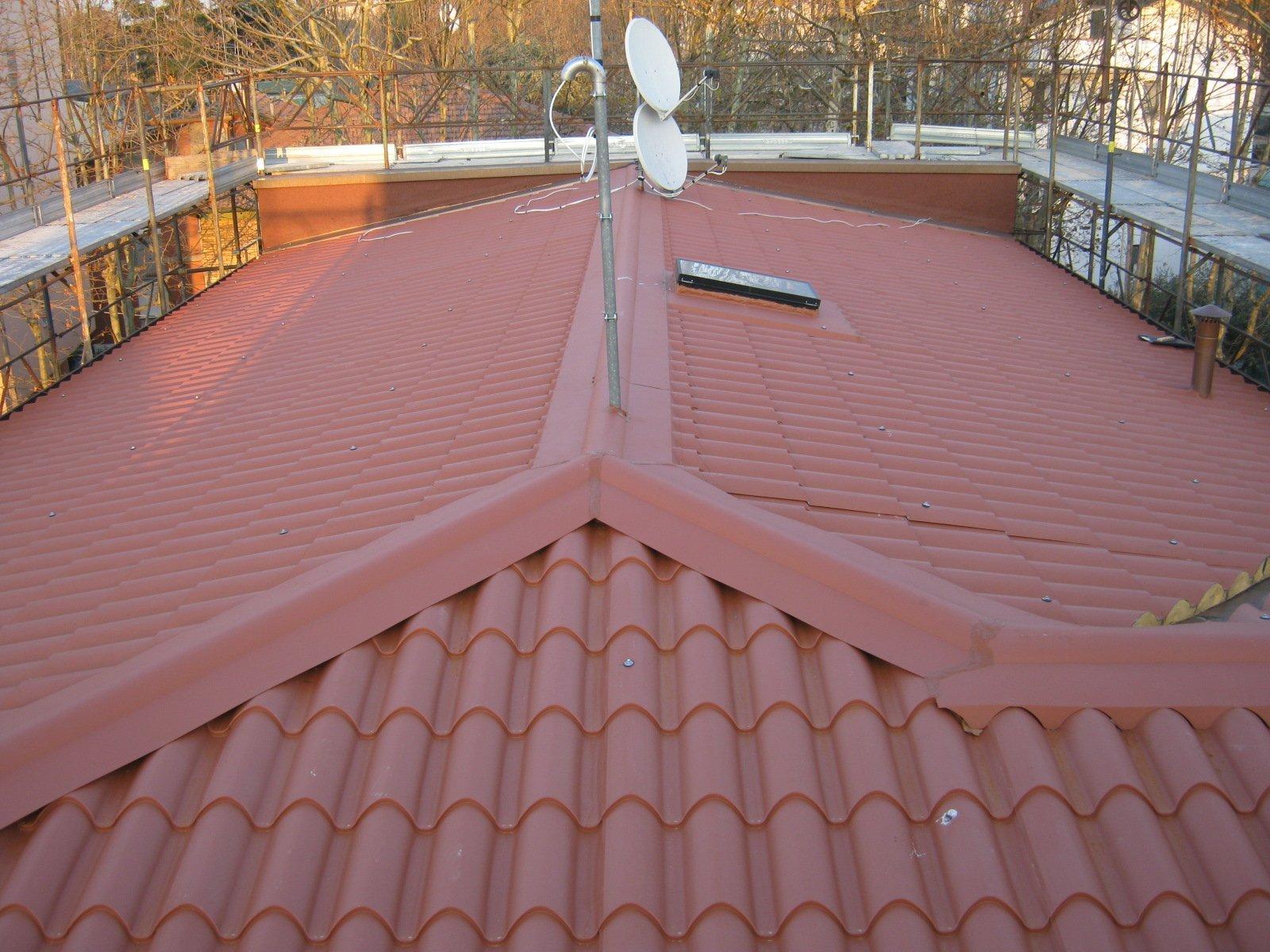 esempio di tettoia con struttura in lamiera 18