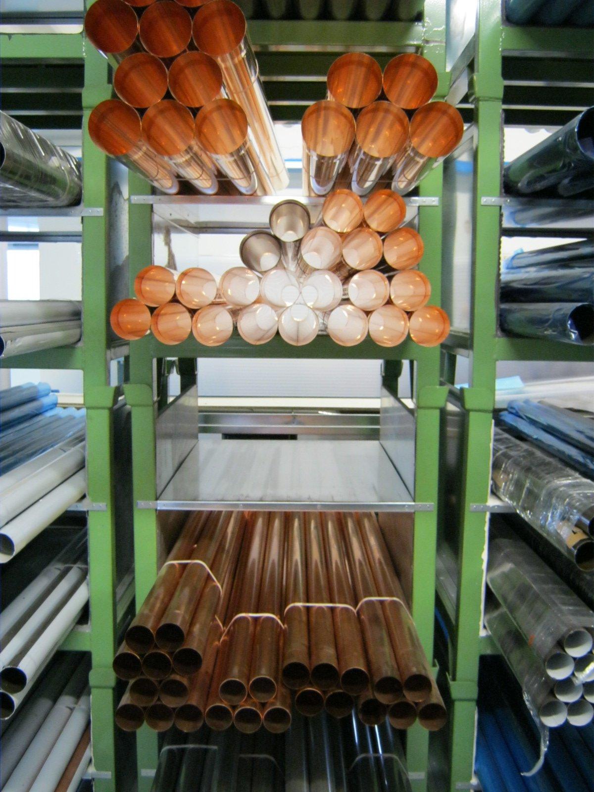 fornitura di grondaie in magazzino da esposizione 25