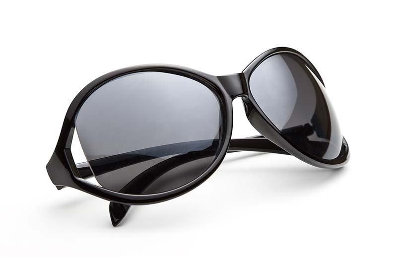 occhiali neri da sole
