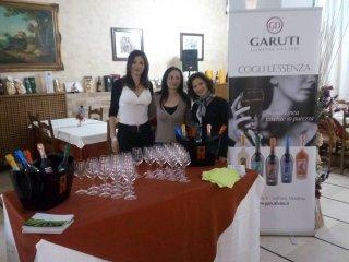 eleganti degustazioni di vini selezionati tra i bianchi e i rossi più rinomati.