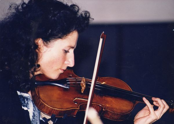 profile of madeleine mitchell playing violin