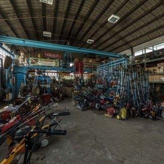 il magazzini con tagliaerba