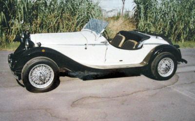 Un auto d'epoca appena restaurata