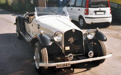 Un auto d'epoca appena riparata