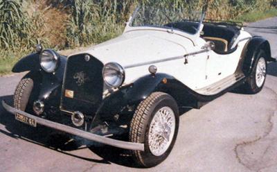 Un auto d'epoca riverniciata perfettamente