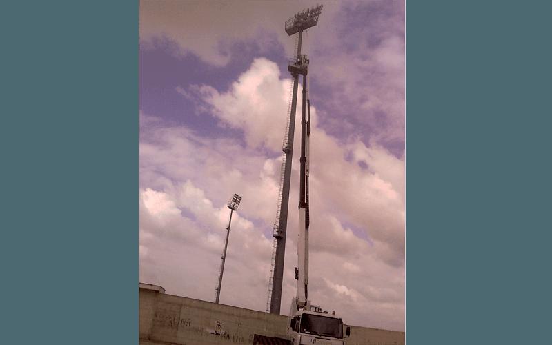 Lavori in altezza per sistemazione antenna