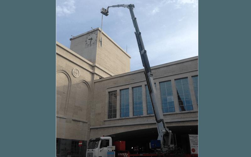 Manutenzione facciata stazione ferroviaria